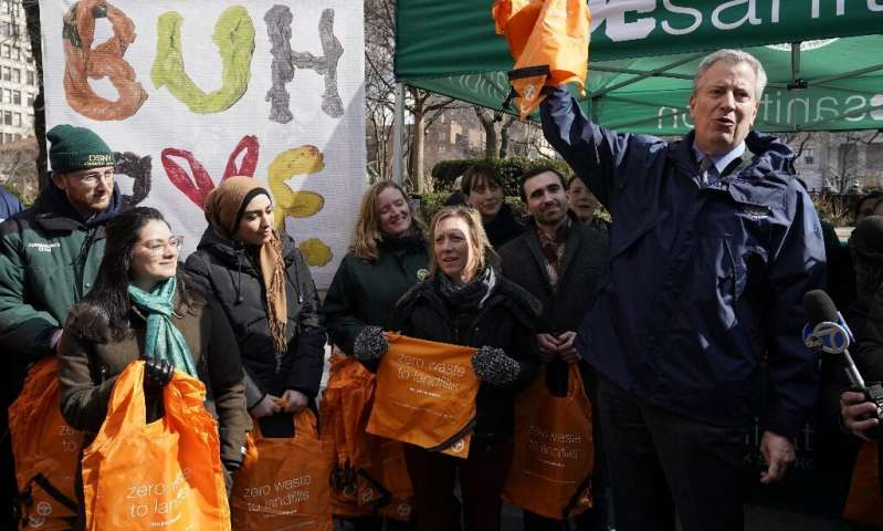Bill De Blasio Distributing Free Reusable Bags